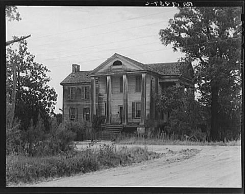 An Antebellum Plantation Home is Abandoned